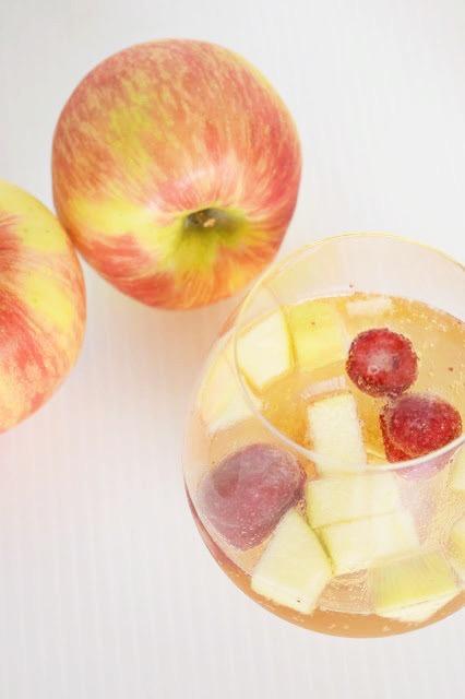 Apple Sangria Recipe for Thanksgiving