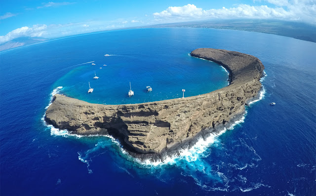 Molokini Crater - 5 Best Places To Snorkel On Maui - Best Snorkeling Maui - Where To Snorkel Maui - Snorkeling Maui Hawaii - Maui Snorkeling - Snorkeling Maui - Best Snorkeling In Maui - Maui Snorkeling Tours - Best Snorkeling Beaches In Maui - #hawaii #maui #travelblog