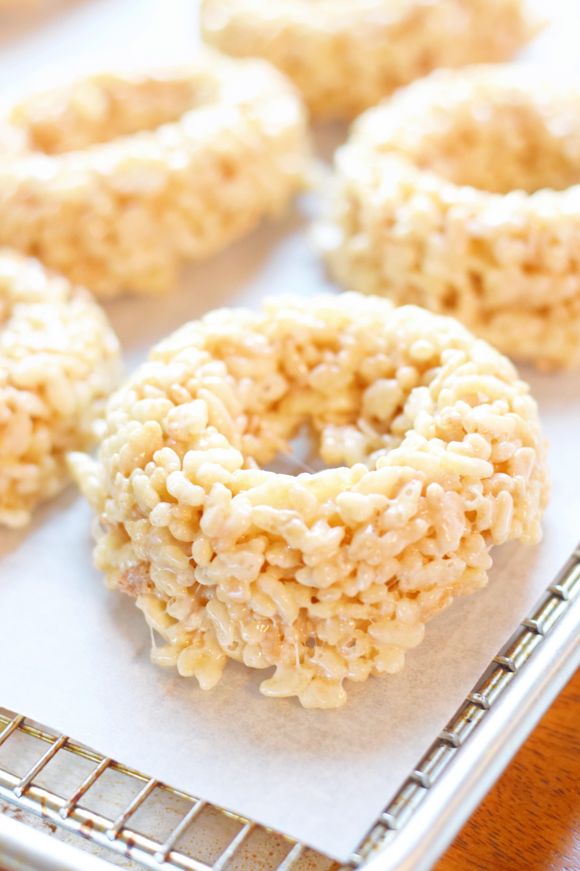 Rice Krispie Doughnuts For Valentine's Day - Rice Krispie Recipes - Rice Krispie Ideas - Rice Krispie Original Recipe - Doughnuts Easy - Easy Valentine's Day Recipe - Communikait by Kait Hanson