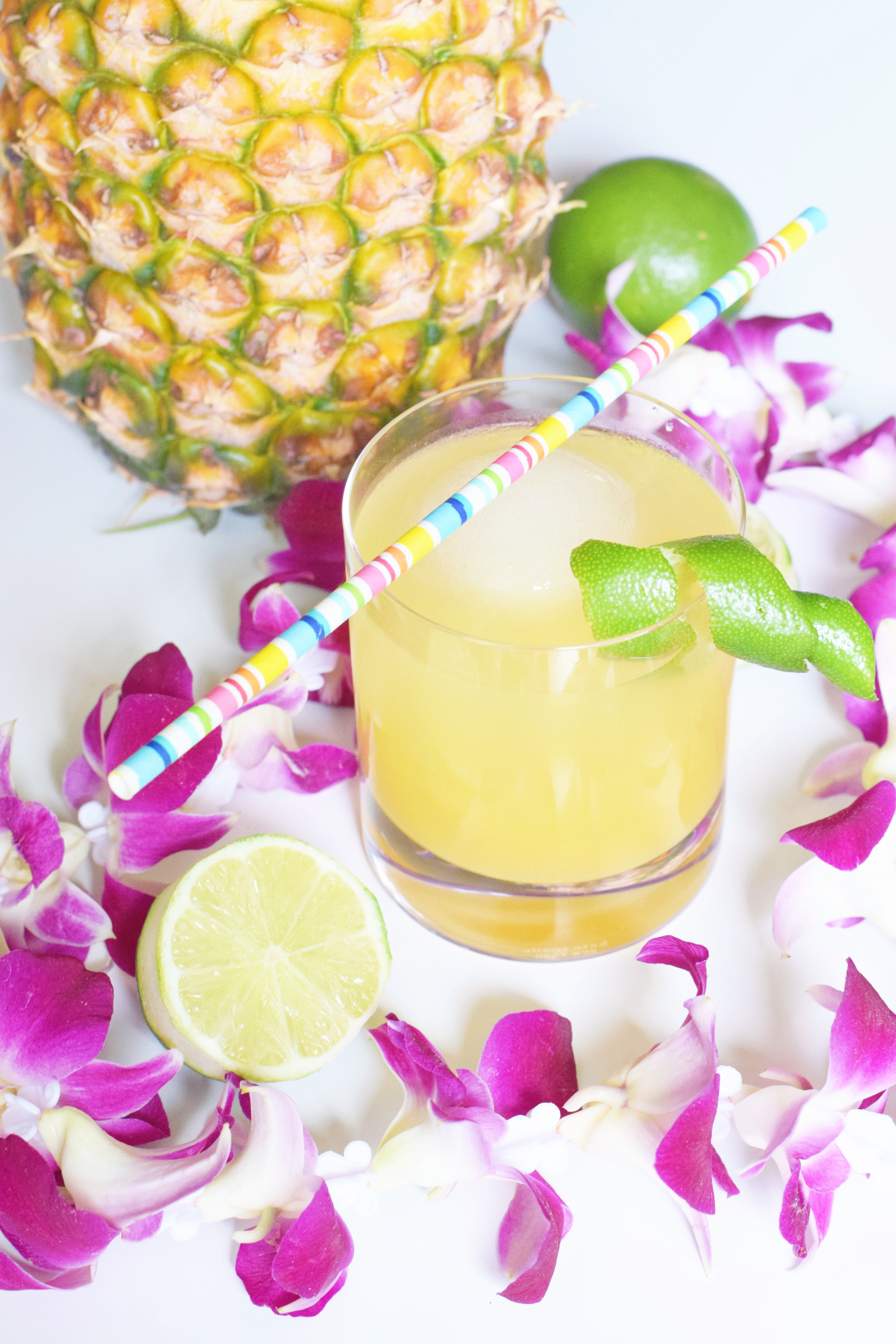 Pineapple Poolboy Summer Cocktail - Summer cocktail recipe - Easy Cocktail - Pineapple Cocktail - 7UP Cocktail - Cocktail Recipe For Summer Party - Girly Cocktail - Citrus Cocktail - Alcoholic Beverage - Refreshing Summer Cocktail Recipe - Communikait by Kait Hanson
