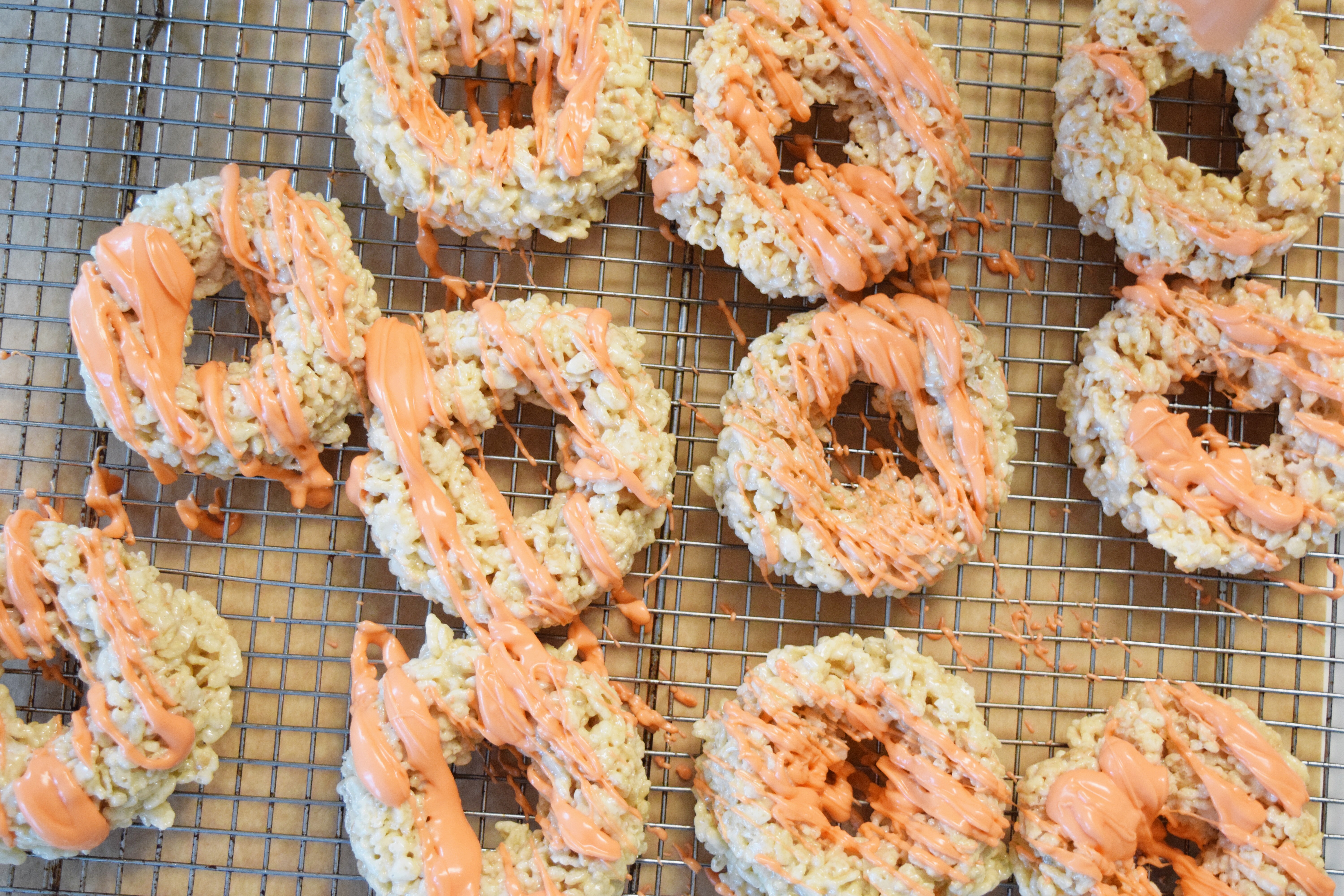 Autumn Spice Rice Krispie Doughnuts - Rice Krispie Recipes - Rice Krispie Ideas - Rice Krispie Original Recipe - Doughnuts Easy - Easy Fall Dessert - Quick Snack Recipe - Communikait by Kait Hanson