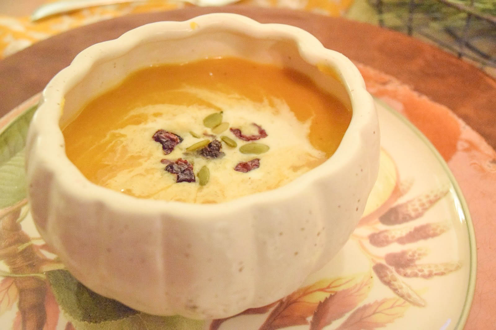 The Easiest (And Best) Butternut Squash Soup Recipe - Looking for a delicious butternut squash soup recipe? You've come to the right place!   Fall Soup Recipe - Butternut Squash Recipe - Easy Butternut Squash Recipe - Easy Butternut Squash Soup