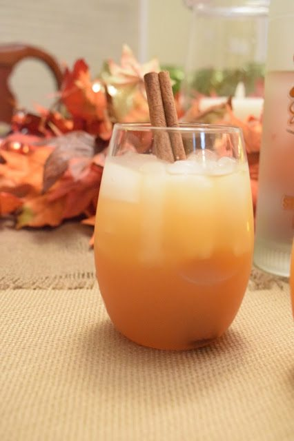 Whipped Apple Cider Cocktail - A delicious twist on traditional apple cider, this whipped apple cider cocktail will have everyone asking for more! | Fall Cocktail - Apple Cider Cocktail - Thanksgiving cocktail - Whipped Vodka Cocktail - Easy Thanksgiving Drink