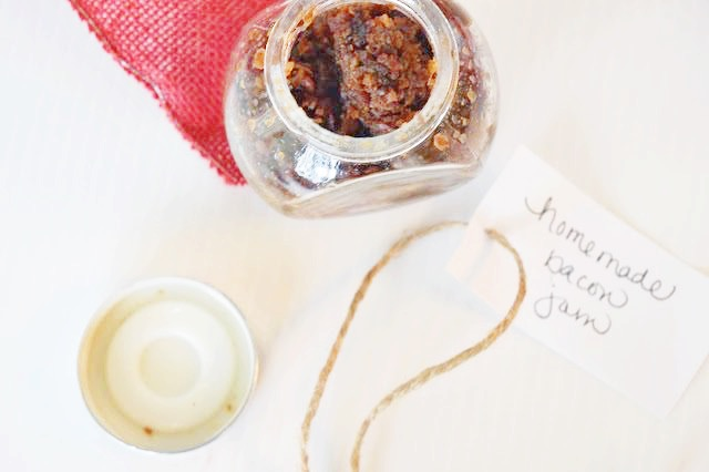 Easy Homemade Bacon Jam - Bacon Jam - Onion Bacon Jam - How To Make Bacon Jam - Recipe For Bacon Jam - How Do You Make Bacon Jam - Bacon Jam Gift - Easy Bacon Jam - Uses For Bacon Jam - Appetizer Idea - Gifting Food For The Holidays - Hostess Gift Ideas - Holiday Recipes - Communikait by Kait Hanson #baconjam #baconjamrecipe #bacononionjam #recipe #appetizer #christmas #holiday #giftidea