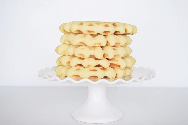 Fluffy Gluten Free Waffles - Gluten Free Waffle Recipe - Gluten Free Baking - Gluten Free Breakfast - Easy Gluten Free Recipe - Breakfast Recipe Gluten Free - Communikait by Kait Hanson #breakfast #glutenfree waffles #easyrecipe