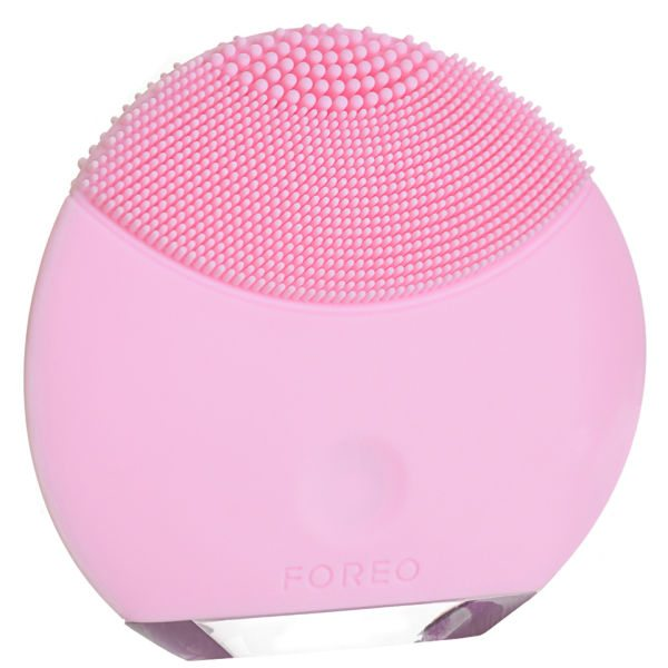 Foreo LUNA or Clarisonic - Beauty Buys - Clarisonic Tips - Women's Beauty Tools - FOREO LUNA - Clarisonic or Foreo - Luna vs Clarisonic - Foreo Luna vs Clarisonic Review - Luna Mini - Clarisonic Mia Review #beauty #clarisonic #foreo