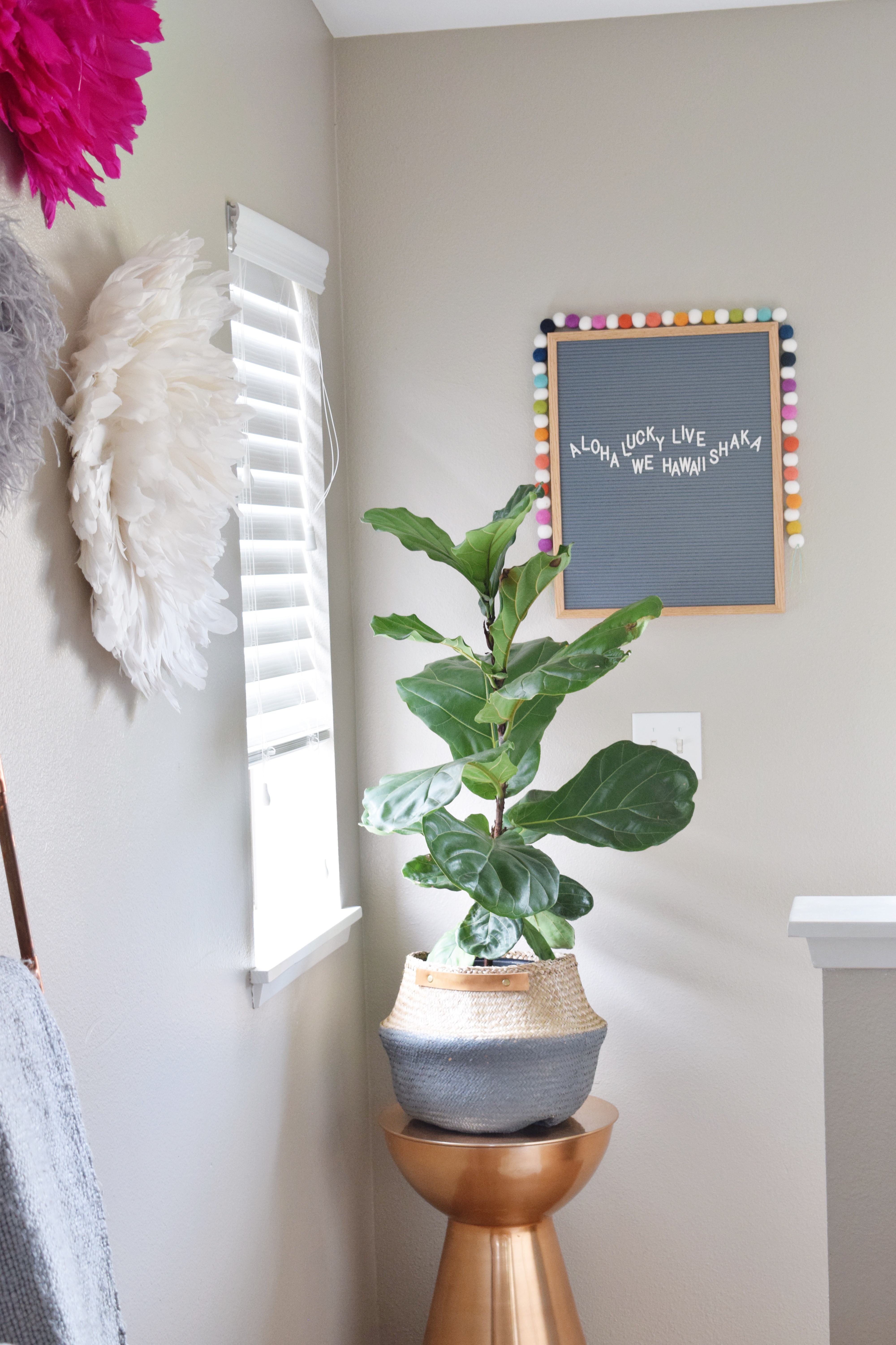 Tropical Living Room - Letterfolk Board - Hello Maypole Felt Garland - Fiddle Leaf Fig - Hawaiian Home Feature on Apartment Therapy - CommuniKait