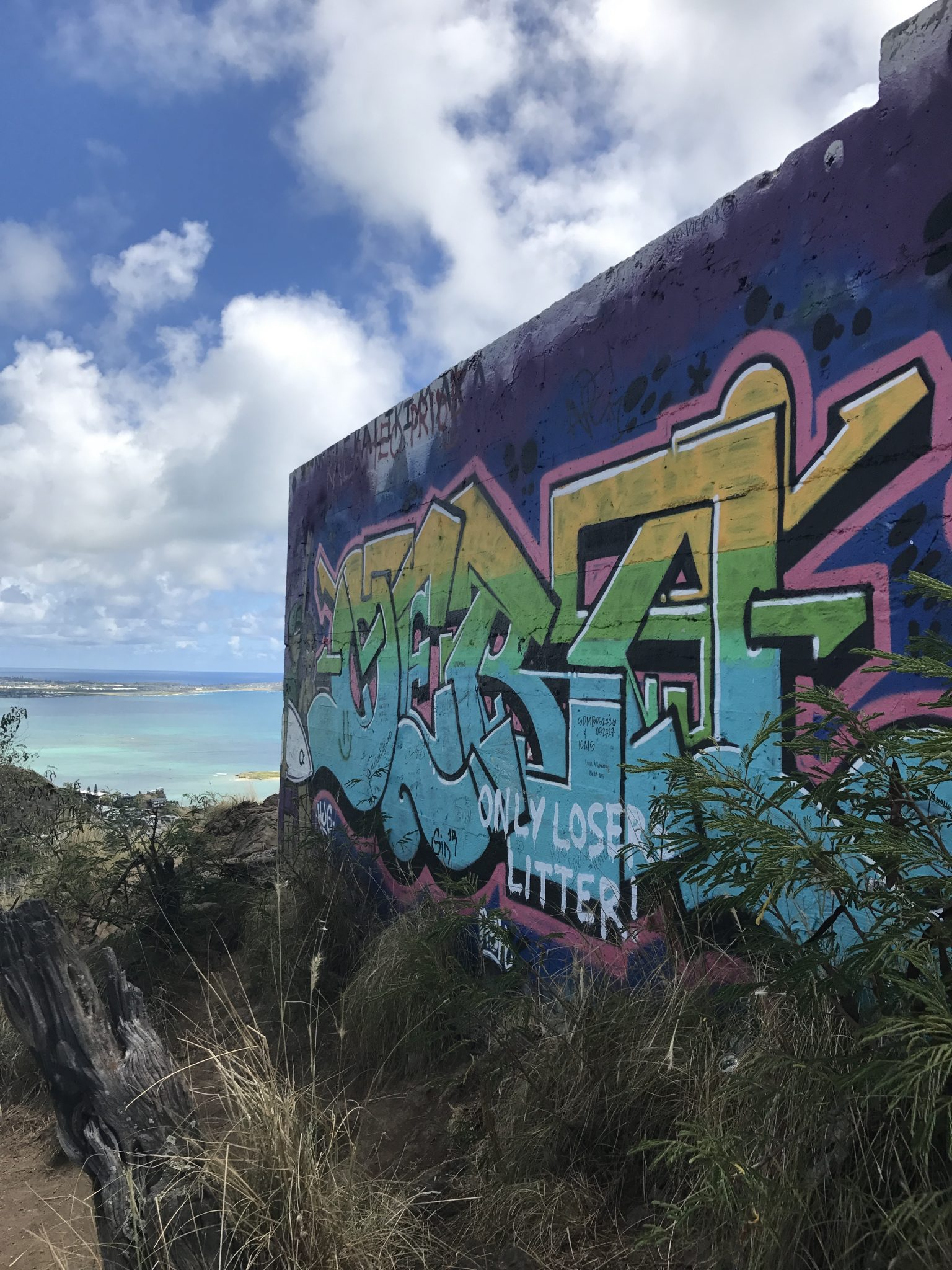 Hiking Hawaii - Lanikai Pillbox Hike - CommuniKait