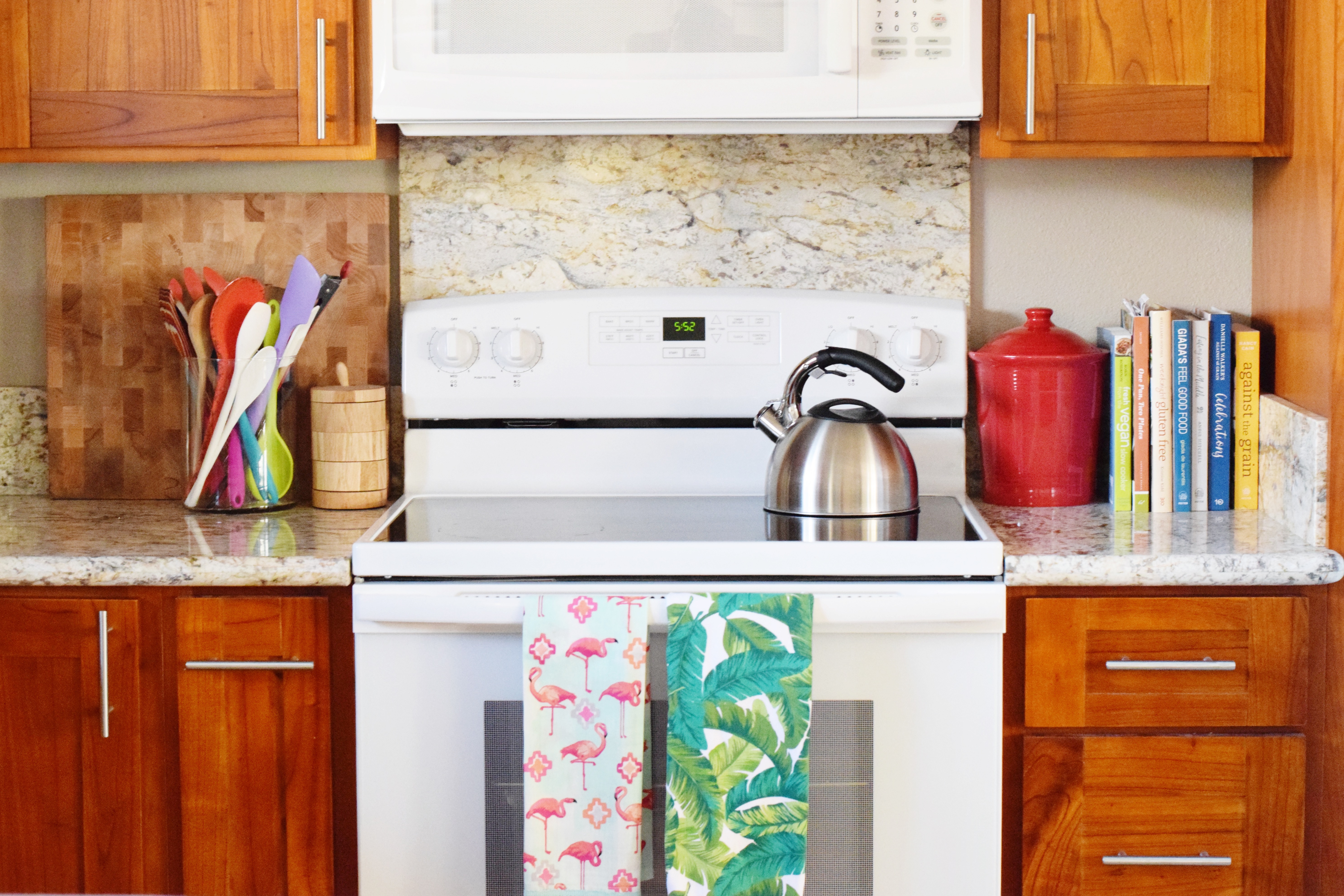 Colorful Kitchen - Tropical Dish Towels - Hawaiian Home Feature on Apartment Therapy - CommuniKait