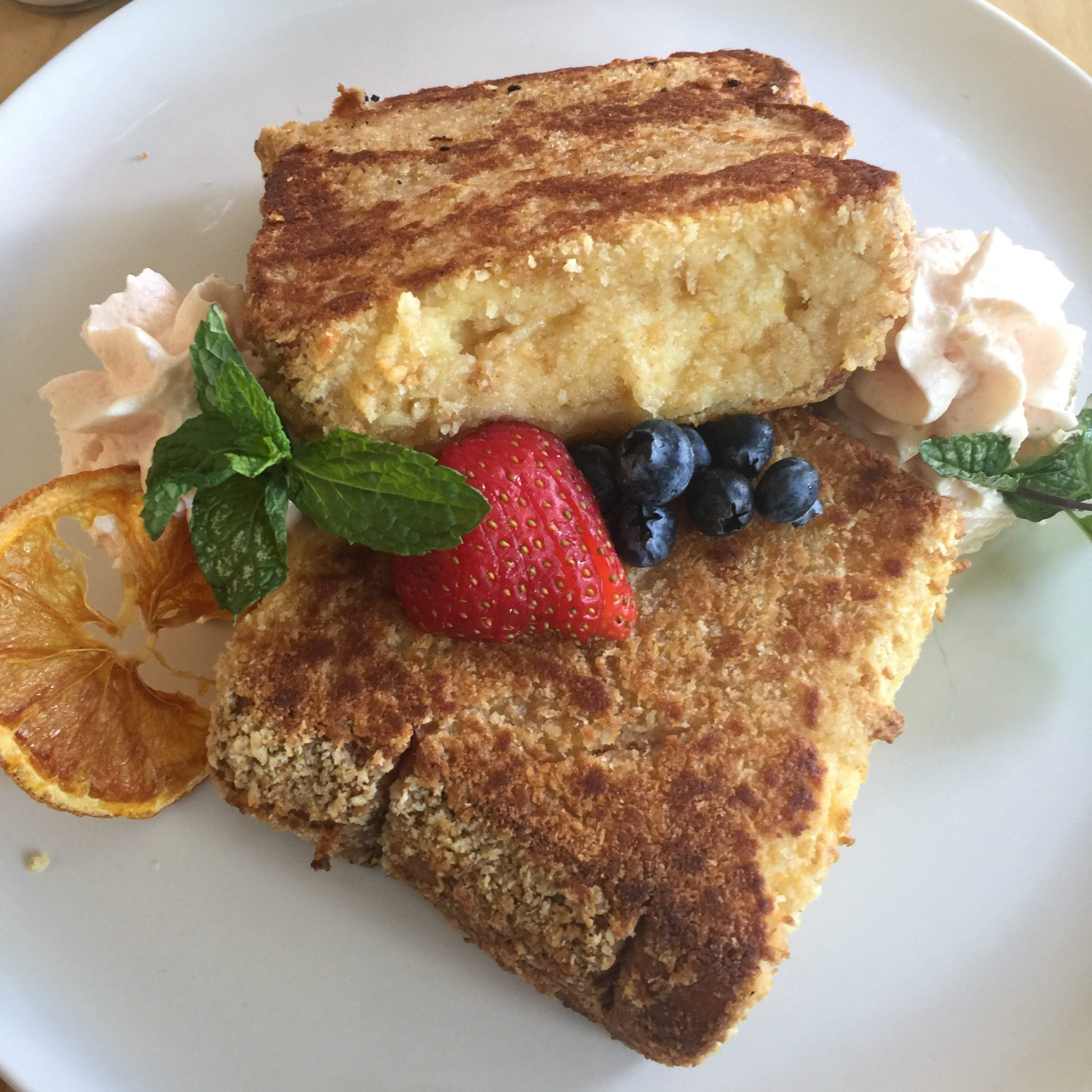 Best Brunch Spots Oahu - Whether you're craving french toast or acai bowls, these are the best spots for brunch on the Hawaiian Island of Oahu - CommuniKait