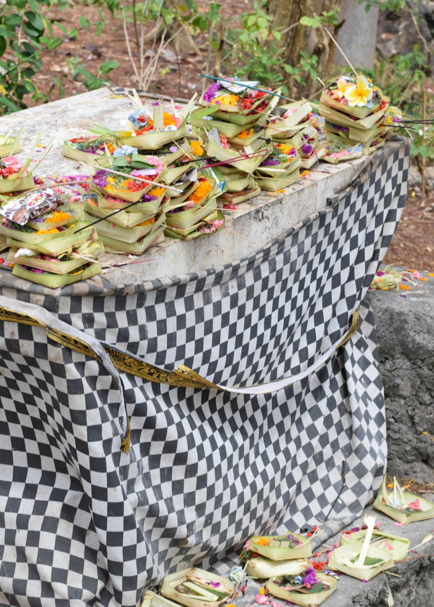 Traditional Balinese Offering - Uluwatu Temple - Bali, Indonesia - Our Bali Trip - Communikait