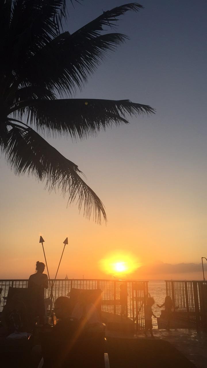 Hawaii Sunset - The Ultimate Hawaii Guide For Military Families - Hawaii Guide - Hawaii Must Do - Hawaii Itinerary - Oahu Itinerary - Maui - Kauai - Big Island Hawaii - Communikait by Kait Hanson