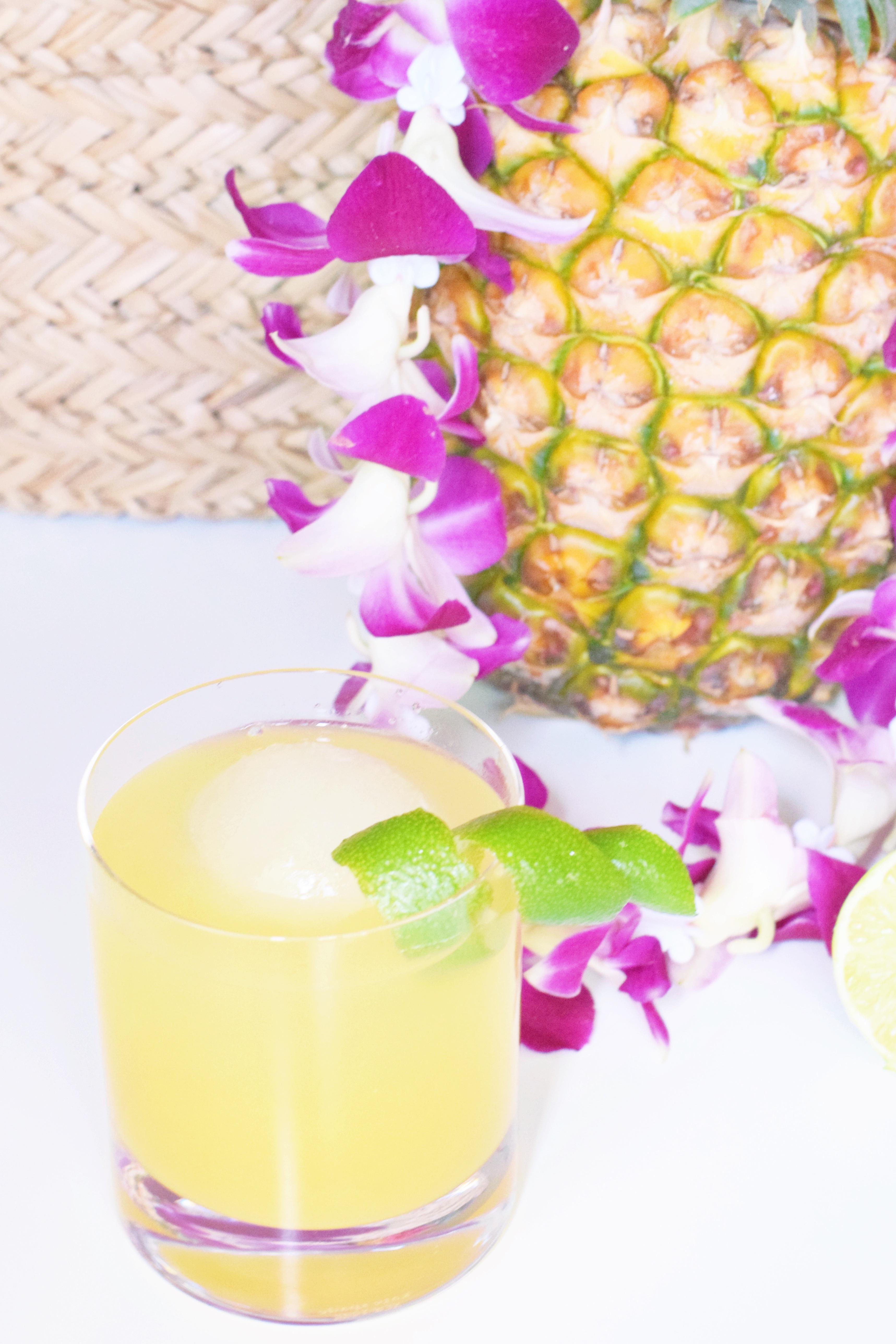 Pineapple Poolboy Summer Cocktail - Summer cocktail recipe - Easy Cocktail - Pineapple Cocktail - 7UP Cocktail - Cocktail Recipe For Summer Party - Girly Cocktail - Citrus Cocktail - Alcoholic Beverage - Refreshing Summer Cocktail Recipe - Communikait by Kait Hanson