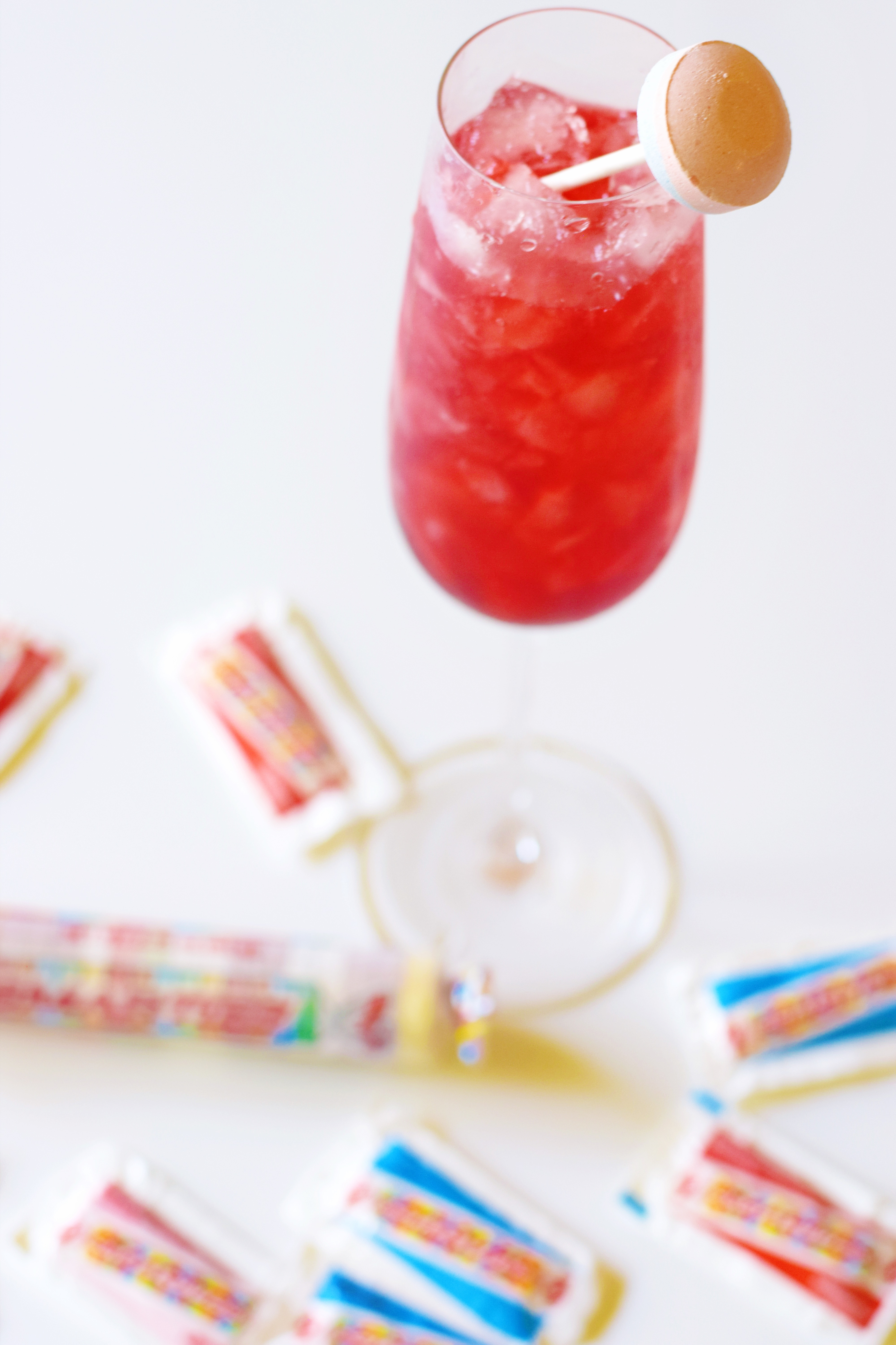 Shaken Strawberry Summer Cocktail - Candy Cocktail - Summer Cocktail - Easy Cocktail Idea - Cocktail Recipe - Shaken Cocktail - Strawberry Cocktail - Fruity Cocktail - Rum Cocktail - Communikait by Kait Hanson #cocktail #summer #strawberrycocktail