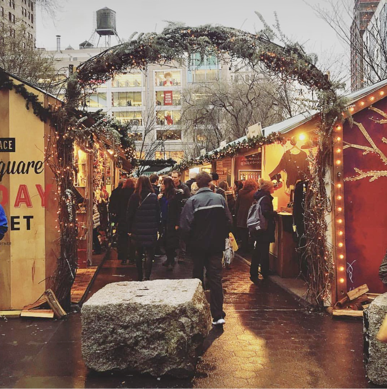 5 Must-Dos In NYC This Holiday Season - Christmas in NYC - New York at Christmas time - NYC Christmas Tree - Christmas Market NYC - Christmas Shows in NYC - Things To Do In NYC At Christmas - Rockefeller Center - Brooklyn Bridge Park - The Highline - Tips For Visiting NYC - NYC Travel Blog - #NYC #Christmas #travel