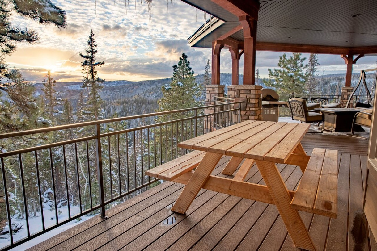 10 HomeAway + VRBO Rentals I've Been Dreaming About For A Winter Escape - Park City - Vail - New York City - Lake Tahoe - HomeAway Rental Homes - Winter Vacation Ideas - Best Places To Visit In Winter - Travel Blog - Winter Travel Inspiration - Communikait by Kait Hanson