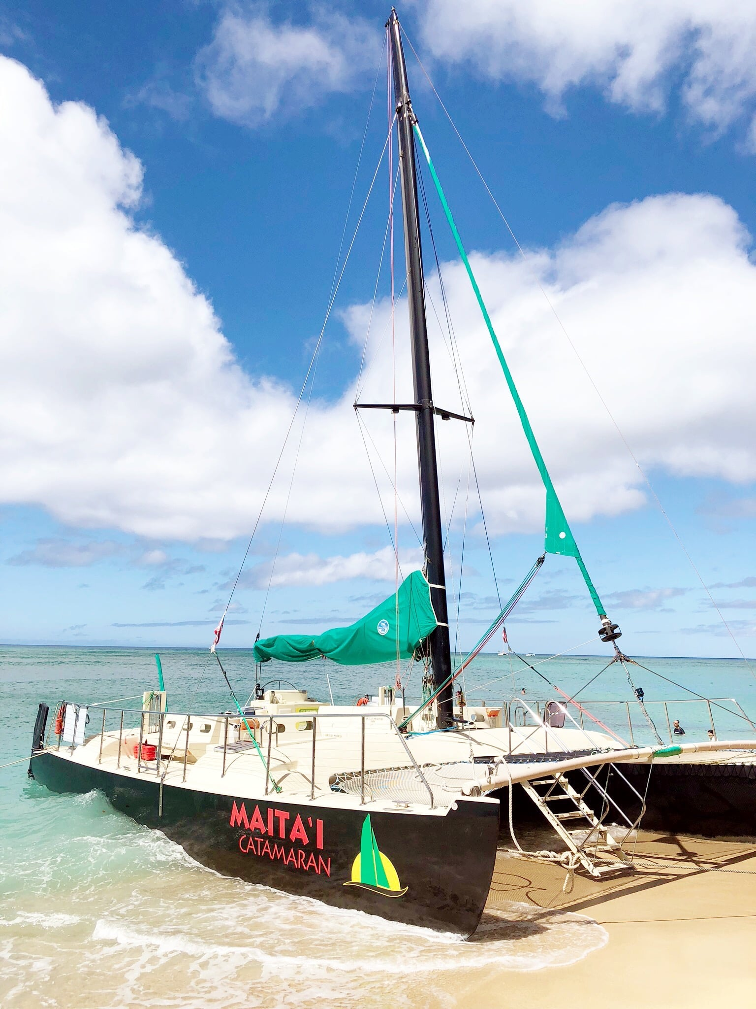 Mai Tai Catamaran In Honolulu - Catamaran on the shores of Waikiki Beach