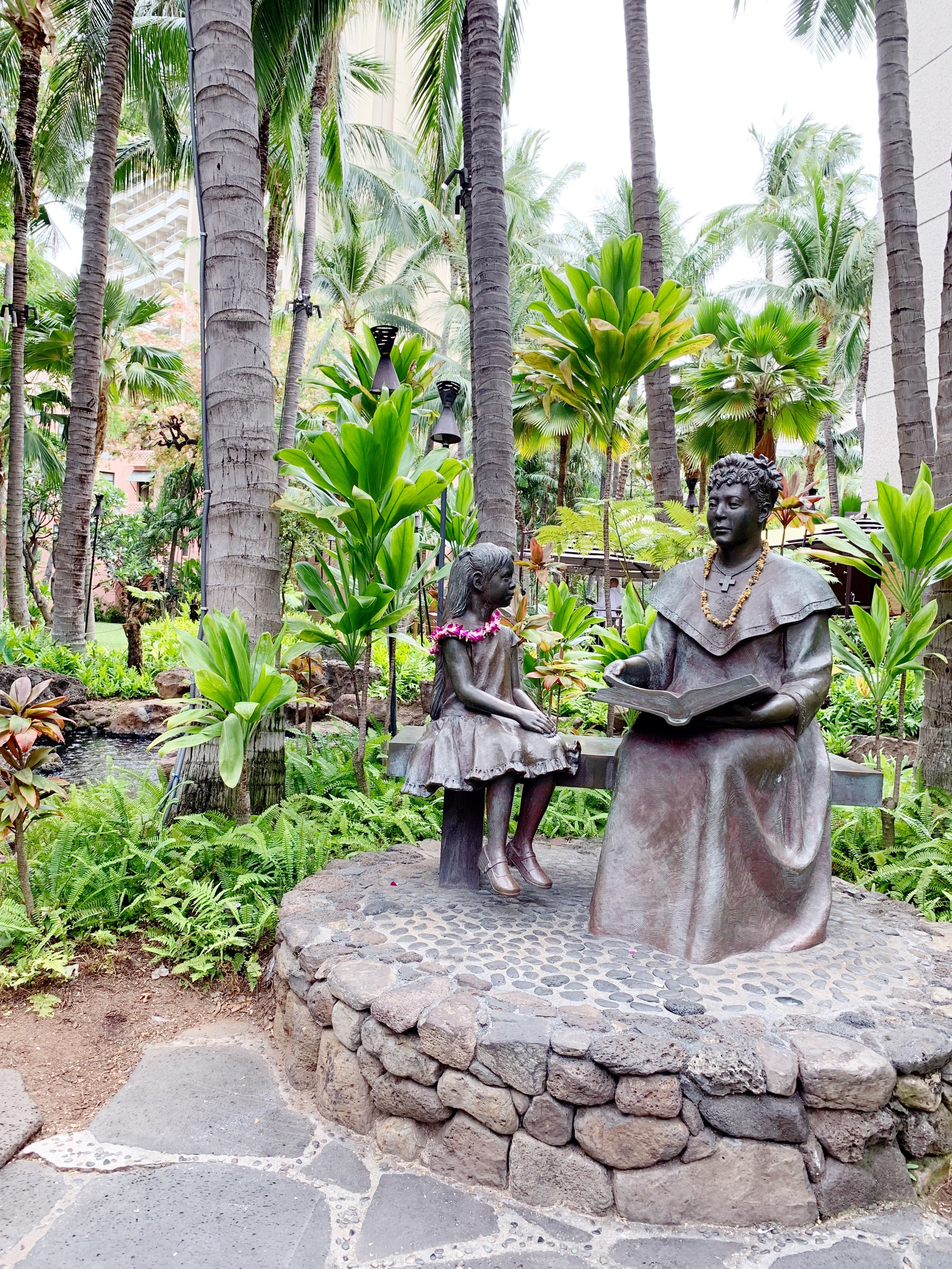 a bronze statue of Princess Bernice Pauahi, great-granddaughter of Kamehameha I, Hawaiʻi's first monarch