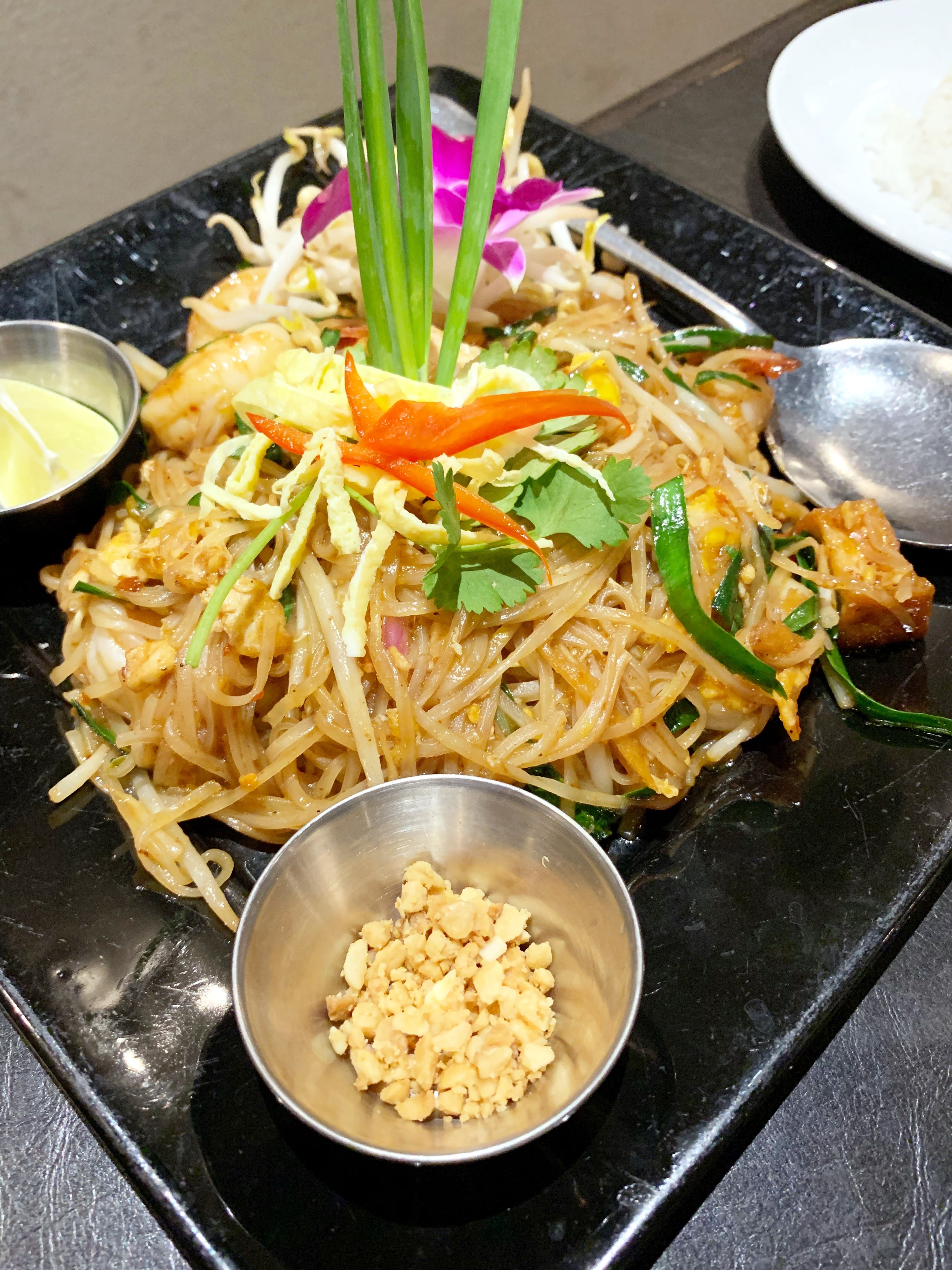 Eating At Noi Thai Cuisine In Honolulu - Where to eat in Honolulu, Hawaii - Noi Thai Cuisine Restaurant - Royal Hawaiian Center - Where to eat on Oahu