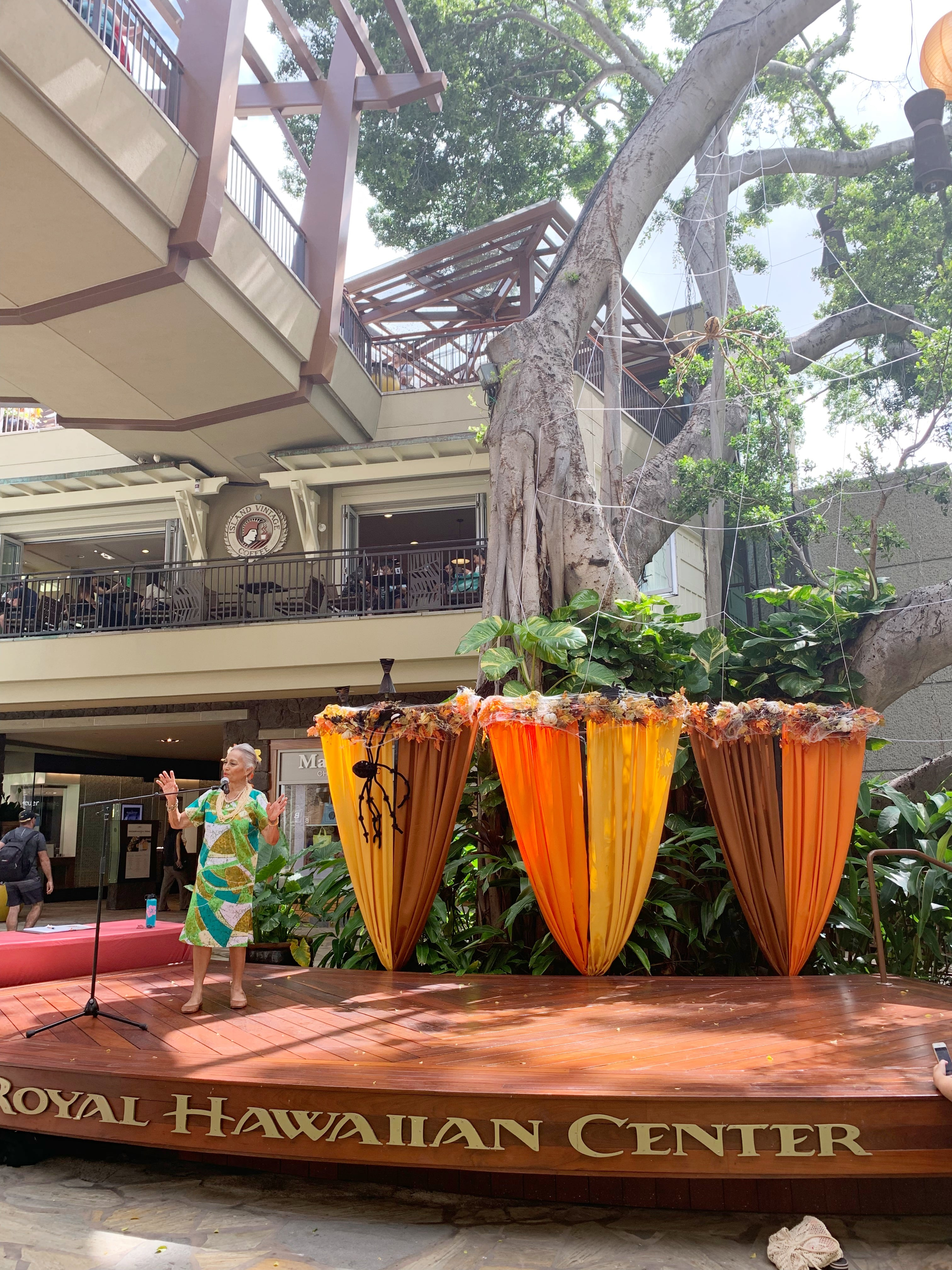 Free Hula Lessons At Royal Hawaiian Center - Looking for a fun and free activity in Honolulu? Check out the free hula lessons at Royal Hawaiian Center! | Royal Hawaiian Center Oahu - Royal Hawaiian Shopping center - Oahu Hawaii Activities