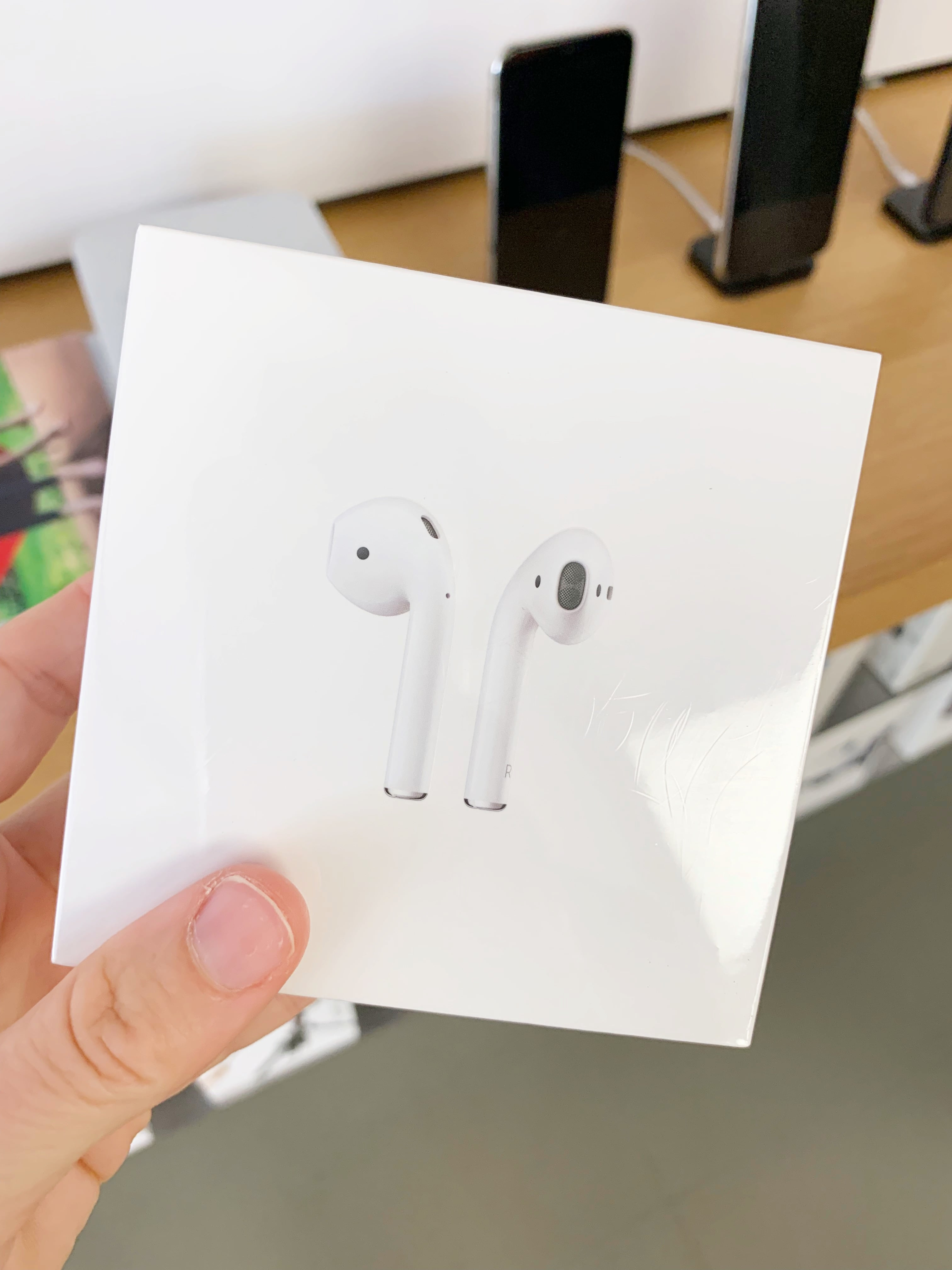 My Thoughts On Apple Airpods - What's the big deal with Apple Airpods? I made it my mission to find out! Sharing my full thoughts + an Apple Airpods Review - Review of Apple Airpods Headphones - Apple Airpods Review 2019