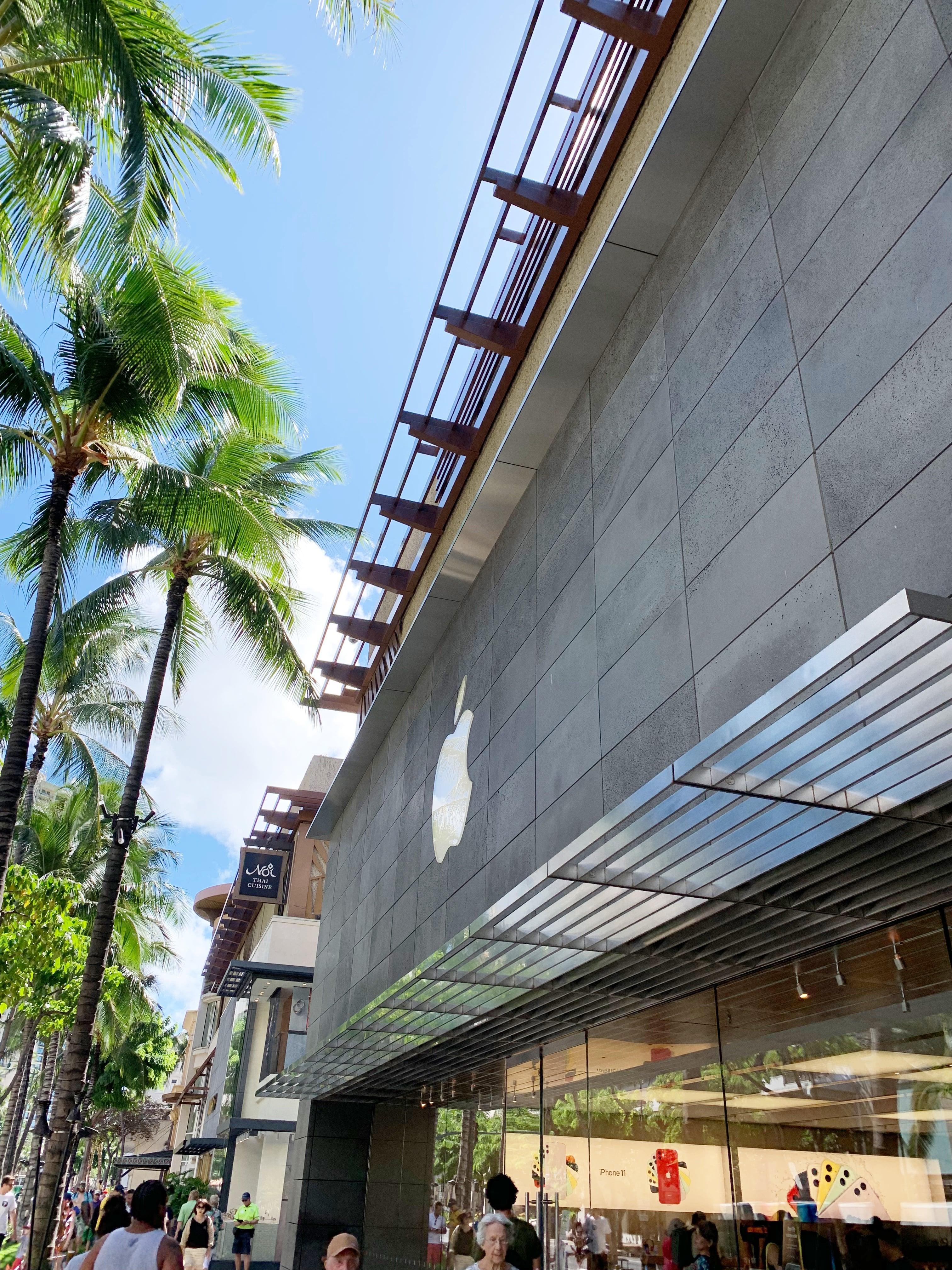 Apple at Royal Hawaiian Center