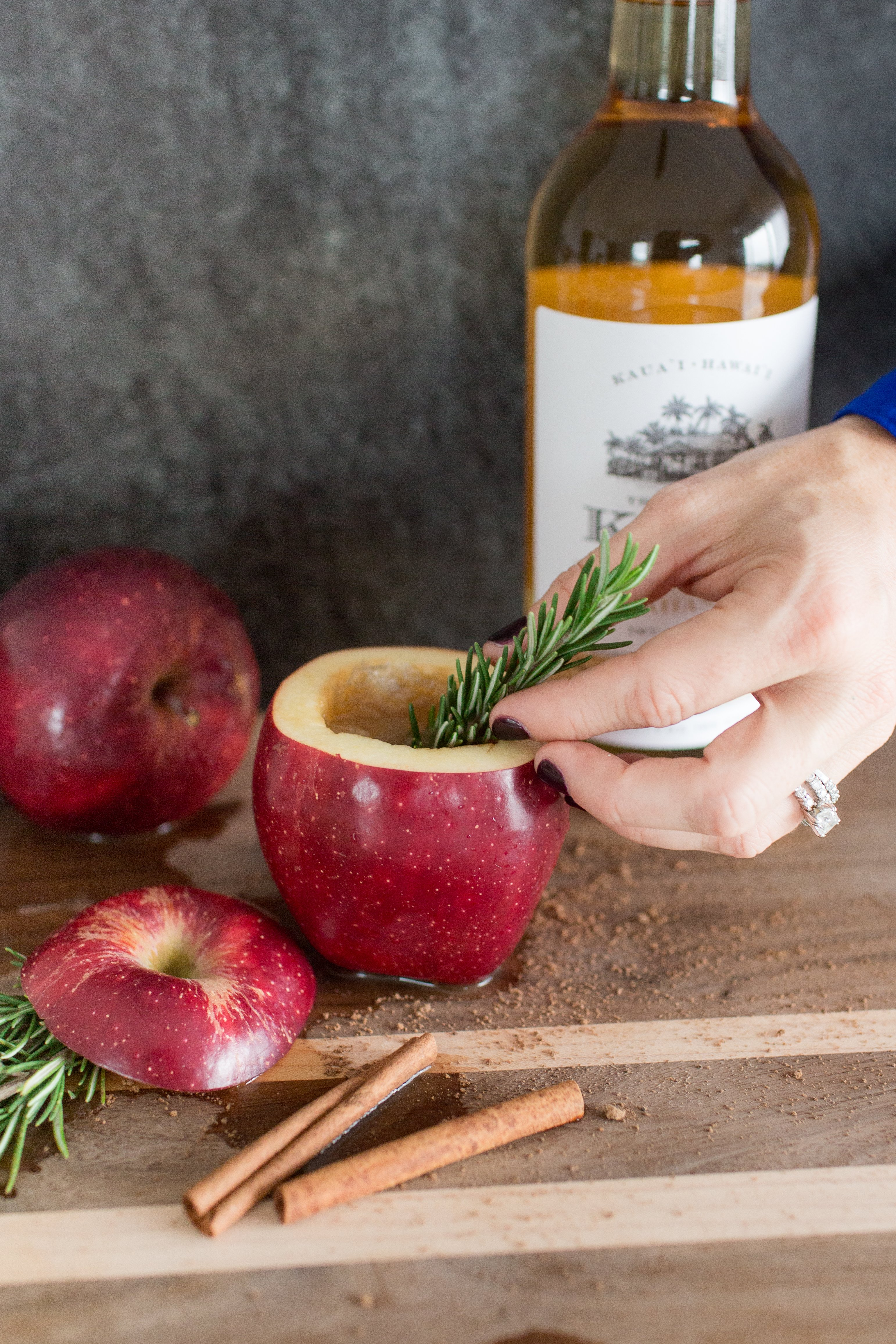 Apple Hot Toddy With Kōloa Rum - Dreaming of a delicious comforting cocktail this holiday? This Apple Hot Toddy featuring Kōloa Gold Rum is it! | Holiday Cocktail Recipe - Easy Holiday Drink - Thanksgiving Cocktail Recipe - Koloa Rum - Koloa Rum Cocktail - Apple Hot Toddy