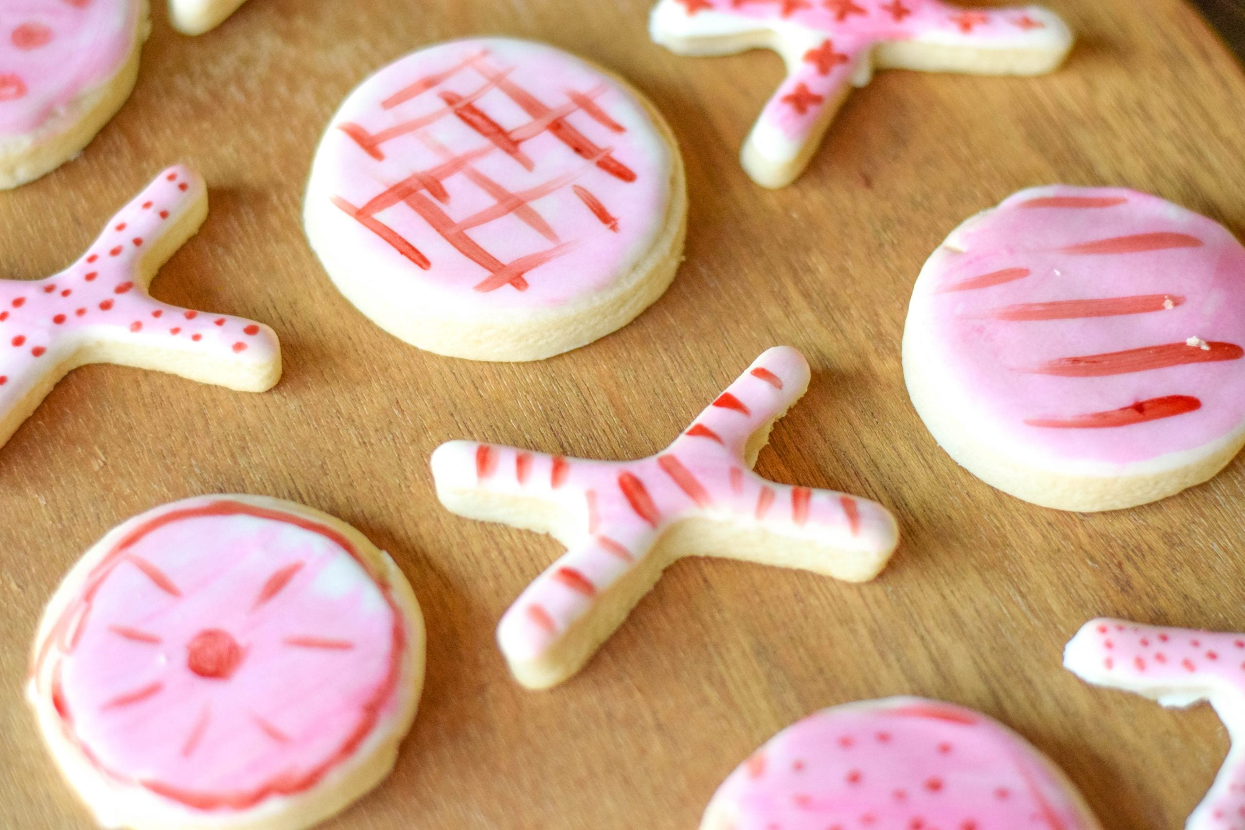 XOXO Painted Sugar Cookies For Valentine's Day - Delicious hand painted sugar cookies that come together easily and will impress all your friends! | XOXO Cookies - Painted Sugar Cookies - Hand Painted Sugar Cookies - Valentine's Day Cookies - Paint Your Own Cookie