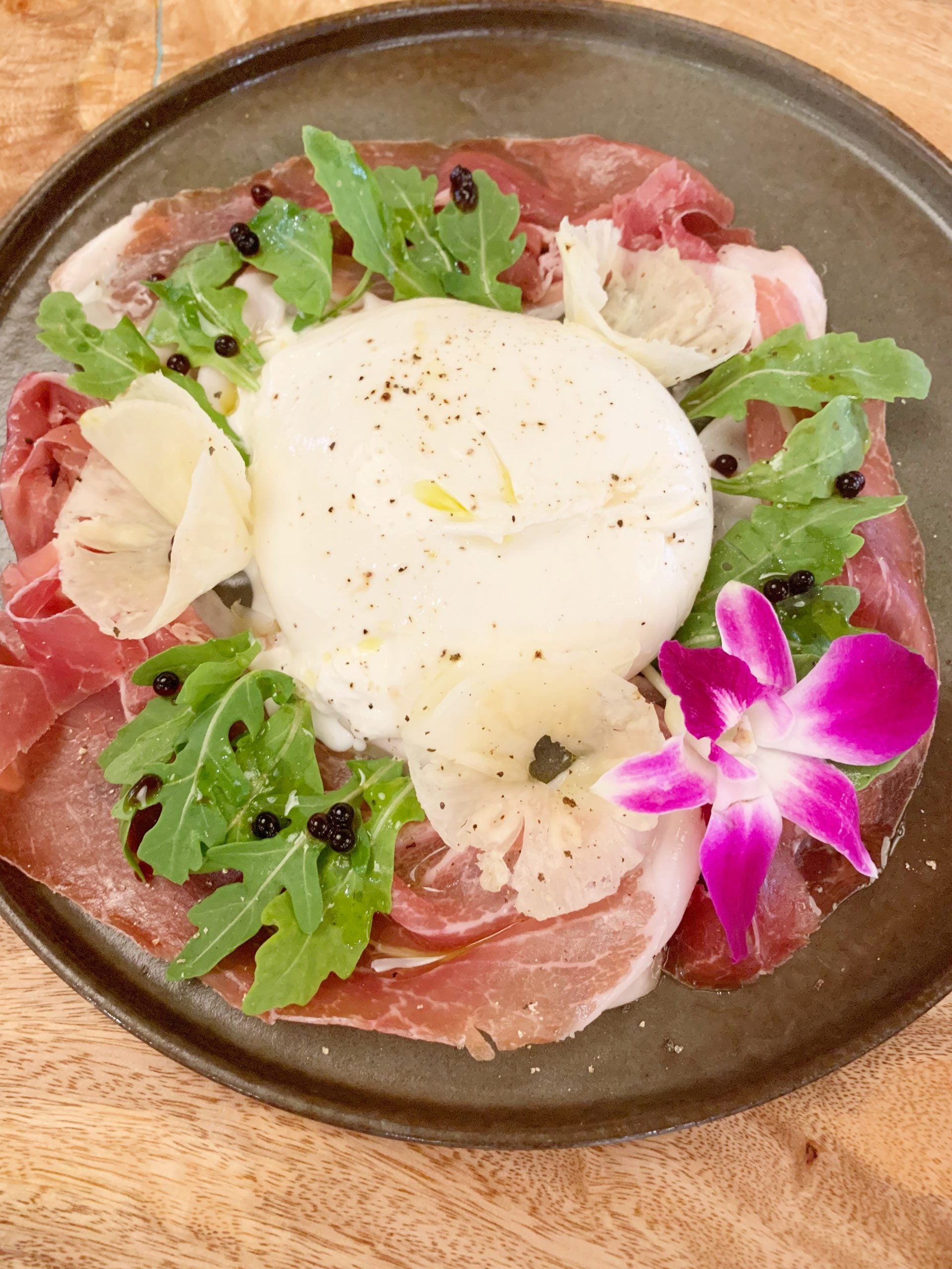 Island Vintage Wine Bar - A full guide to drinking and dining at Royal Hawaiian Center's Island Vintage Wine Bar in Waikiki! - Royal Hawaiian Center Restaurants - Wine Bar Oahu - Island Vintage Hawaii - Oahu Restaurants