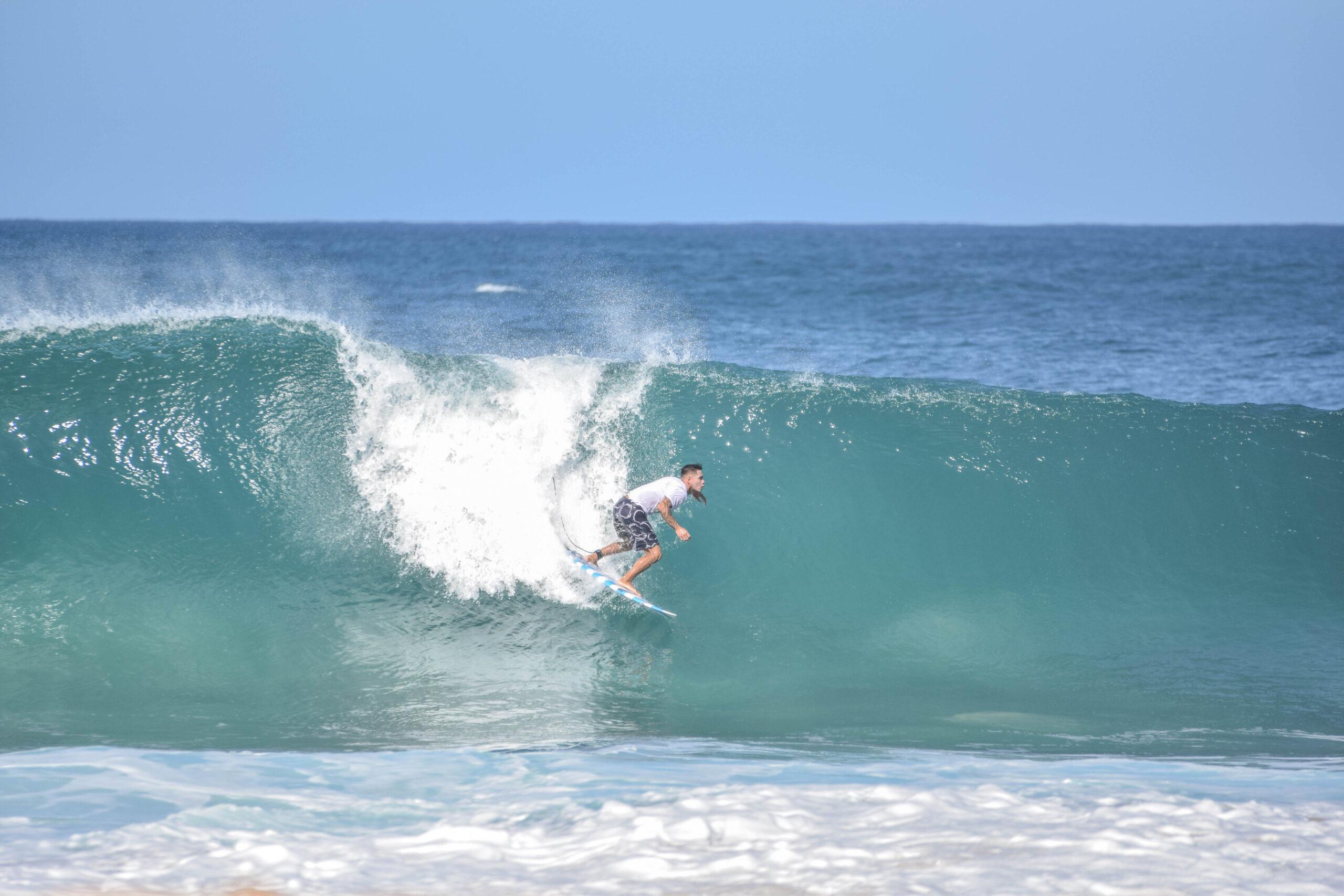 Big wave surfing - Banzai Pipeline - North Shore Oahu