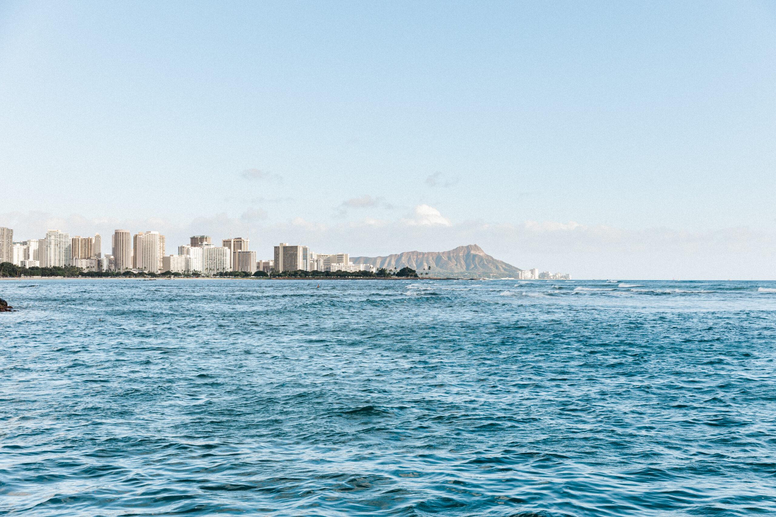 Our Experience on Tradewinds Catamaran - Considering booking an Oahu catamaran cruise in Honolulu? I'm sharing all the detail on Tradewinds Catamaran charter in Honolulu, Hawaii!   Oahu Catamaran Cruise - Catamaran Waikiki - Catamaran Honolulu