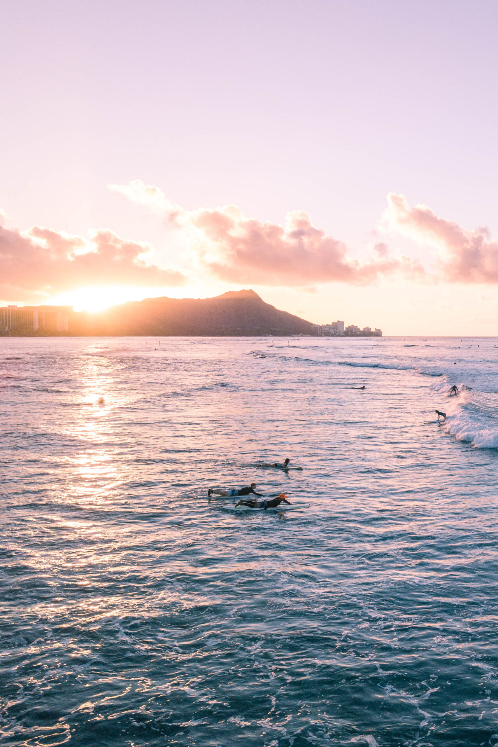 Hawaii Photos: Honolulu Sunrise - Dreaming of a Hawaii vacation? I'm sharing a photo diary of the sunrise in Honolulu! | Sunrise Honolulu - Hawaii Sunrise - Oahu Sunrise- Hawaii Vacation