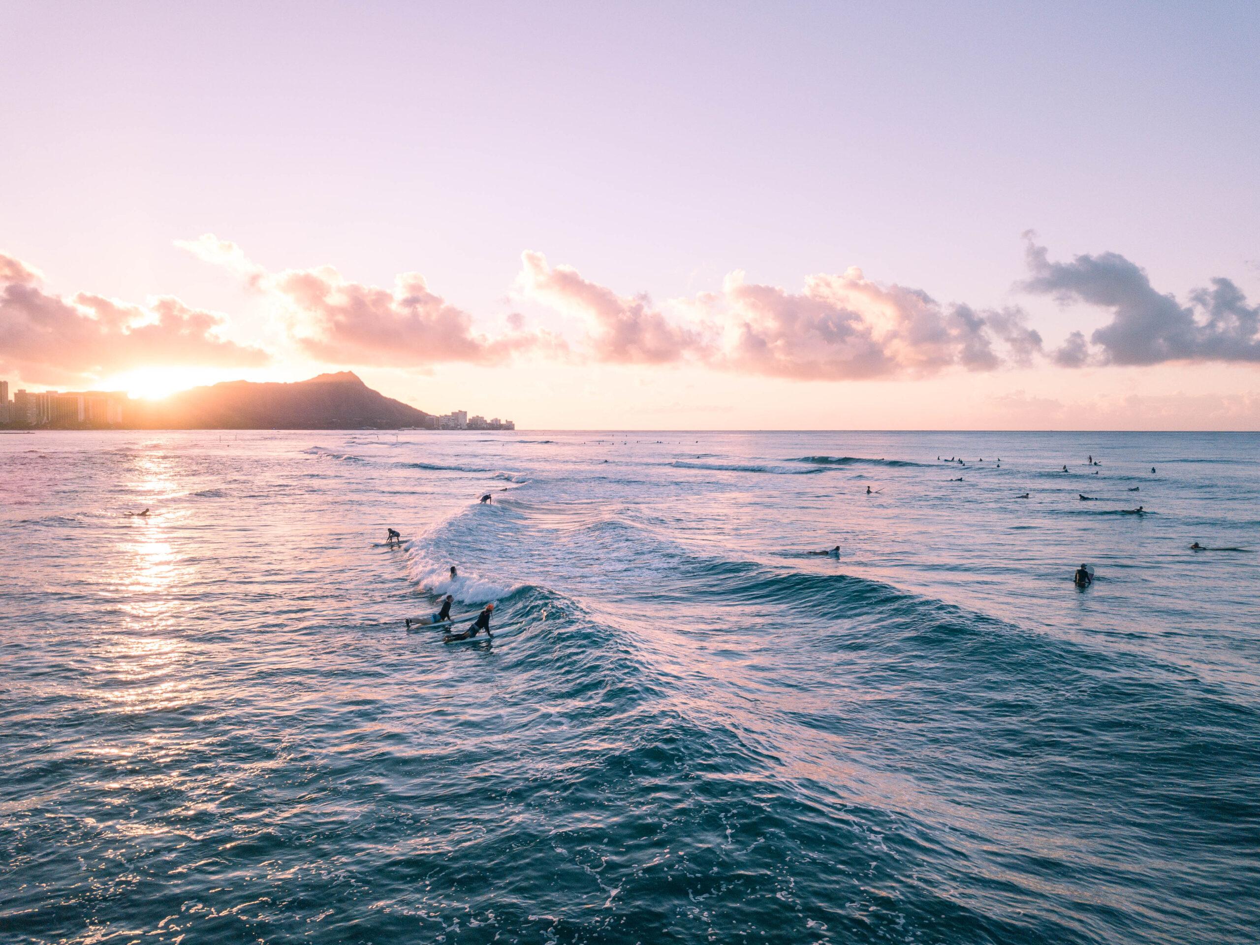 Hawaii Photos: Honolulu Sunrise - Dreaming of a Hawaii vacation?I'm sharing a photo diary of the sunrise in Honolulu!   Sunrise Honolulu - Hawaii Sunrise - Oahu Sunrise-Hawaii Vacation