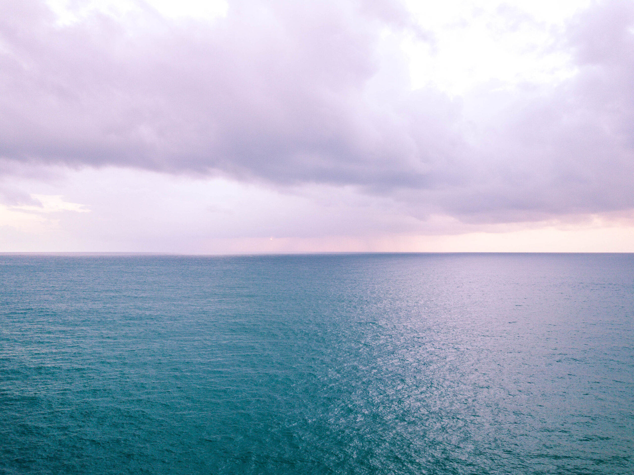 Hawaii horizon line at sunset