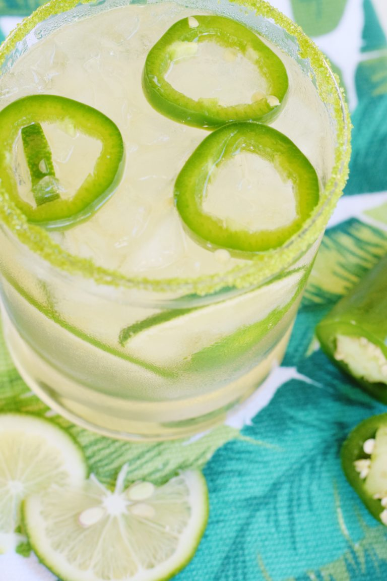 Jalapeño Limeade Cocktail - This Jalapeño Limeade Cocktailrecipe is equal parts sweet, sour, and spicy – a triple threat in the world of craft cocktails!   Spicycocktail recipe   Jalapeno cocktails